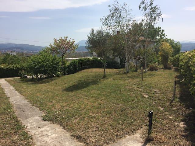Villetta singola con ampio giardino - Benevento - Ev