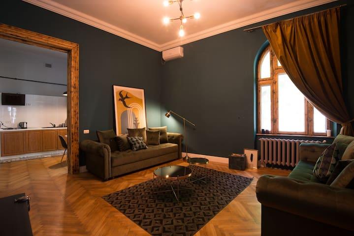 Athenaeum Suite
