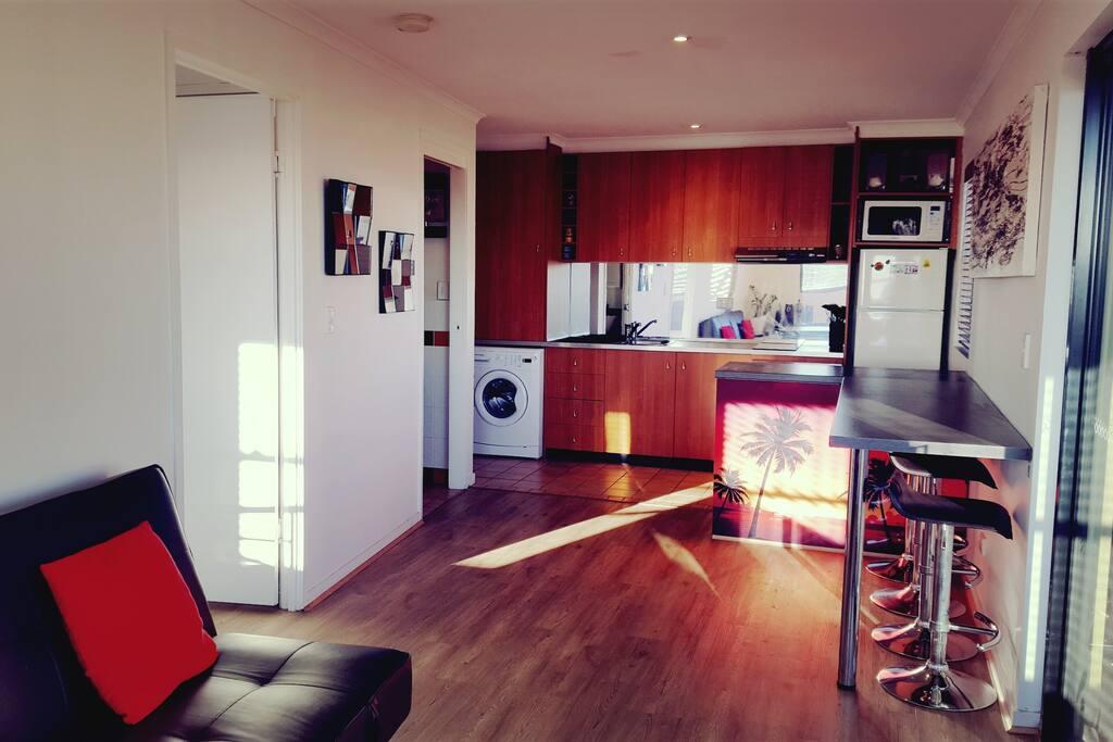 Bright & sunny kitchen & breakfast bar