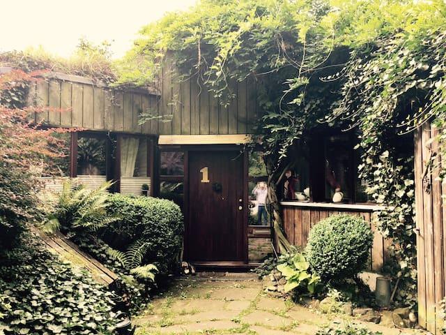 Cosy interesting loam house