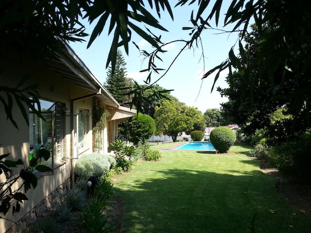 Private guest suite in Bryanston house - Sandton - Misafir suiti