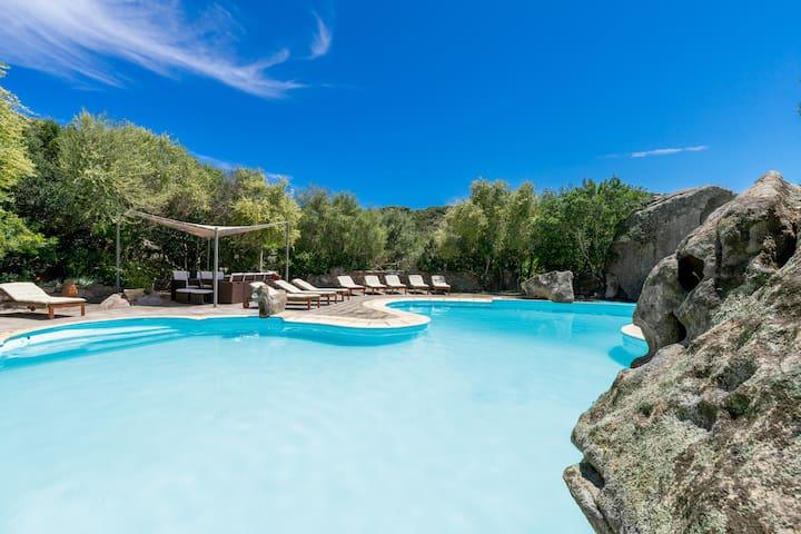 Villa Roccia con Wifi, aria condizionata, giardino e piscina condivisa