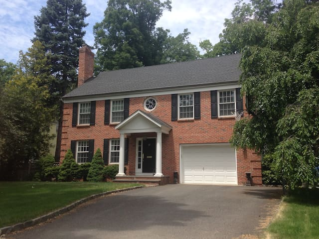 PGA Championship- Private Colonial in Summit, NJ - Summit - บ้าน