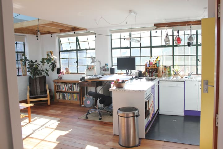Lovely loft apartment, in Hannah's Laneway