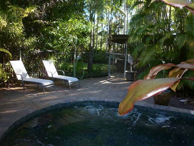 Peace and quiet in the tropics. - Howard Springs, Northern Territory, AU - บ้าน