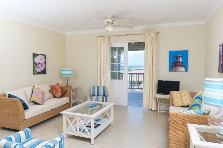 Apt With Seaview, Pools, Gym & Tennis Court