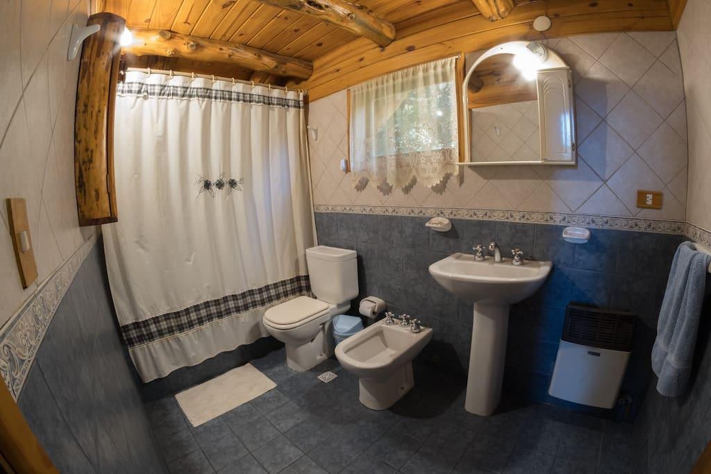 Baño que se comparte entre dos habitaciones