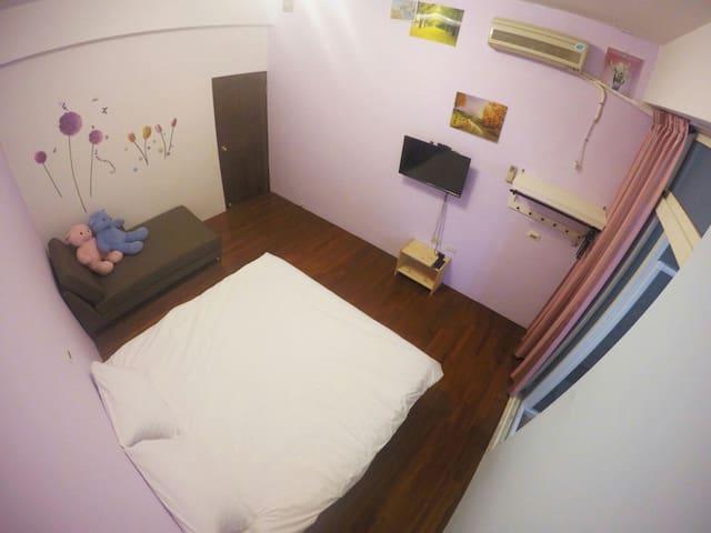 胖虎喵喵房可入住2-4人*獨立衛浴乾濕分離*陽台無。