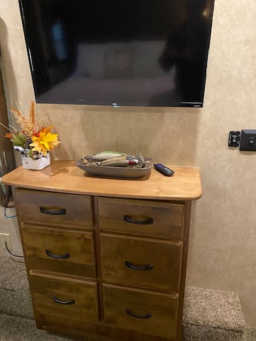 While relaxing on your queen size bed enjoy this 32 inch tv.
