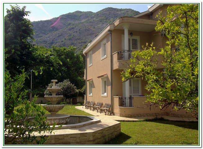 De lux apartments in private park near the beach 3