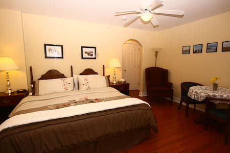 Come From Away B&B Inn - Waterfront - Captain's Quarters (Room 2)
