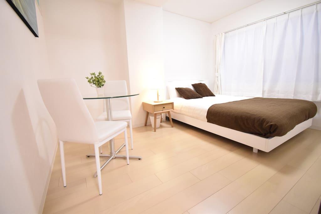 Bedroom1: a double bed.  卧室一,一张双人床