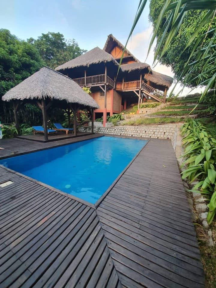 villa privative avec piscine et jardin
