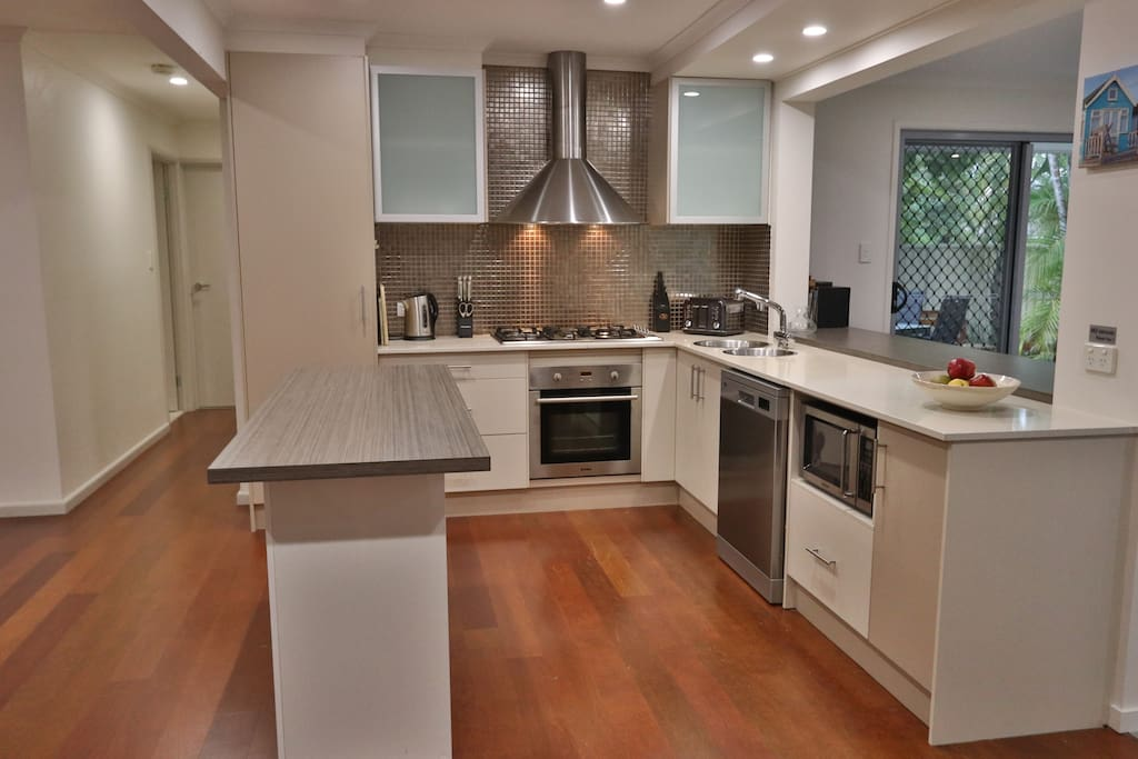 Kitchen with large Gas Cooktop