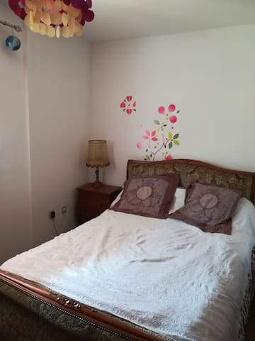 1 chambre avec lit double