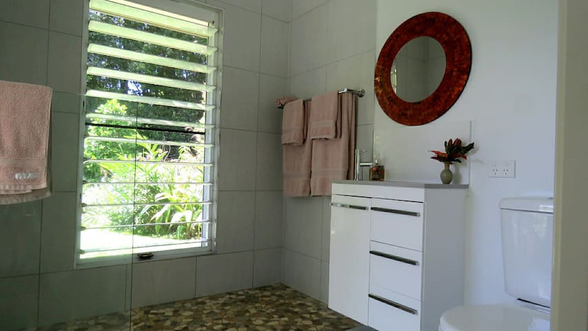 Private en suite, equipped with toiletries, insect repellent and sun block. Walk in shower.