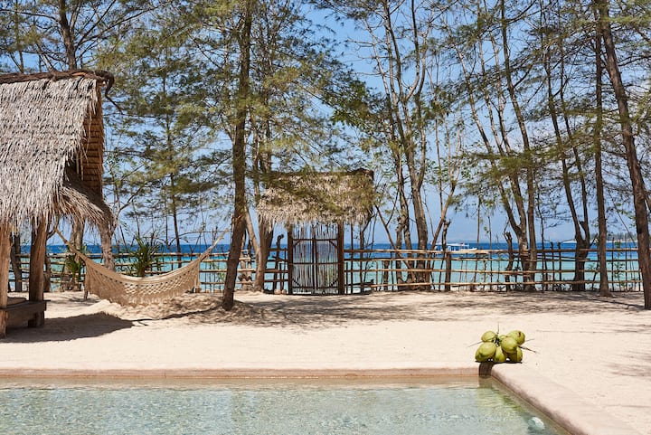 The Robinson Beach House(4BR/Beach/Pool)-Gili Meno