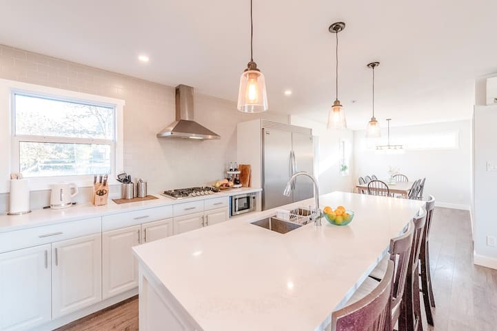 Large home close to downtown Penticton