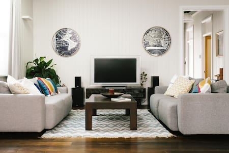 Designer living in Brisbane's best precinct. - New Farm - Rumah