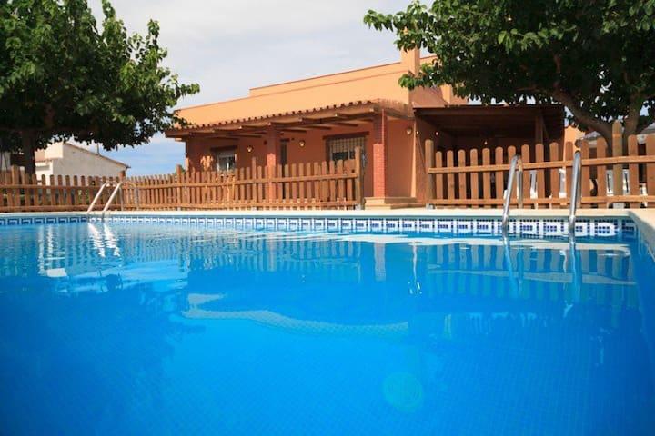 Precioso chalet con piscina - Riudoms - Dom