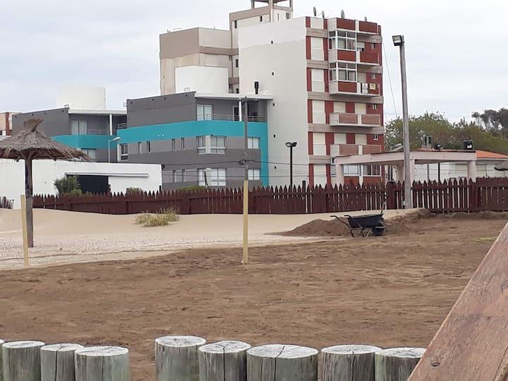 Dto vista lateral  mar  frente Hotel Internacional