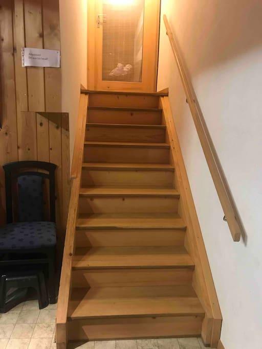 Die Treppe, welche zum Studio führt.