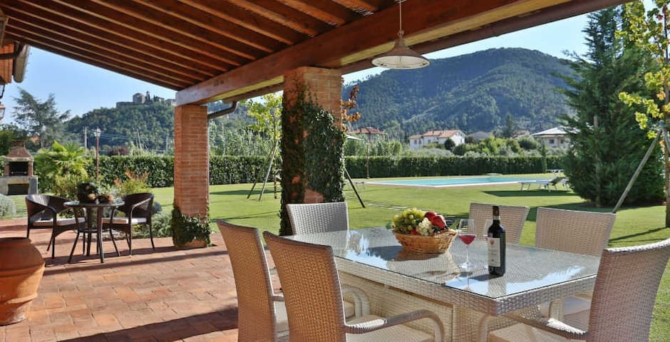 Le Vigne -Air conditioned house close to a village