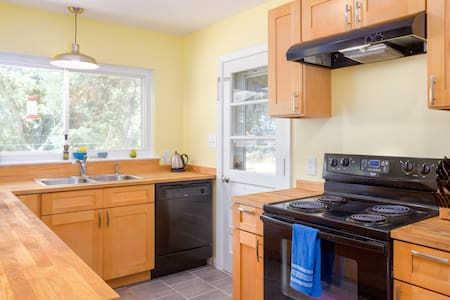 Sunny Home Close to Downtown! - Durham