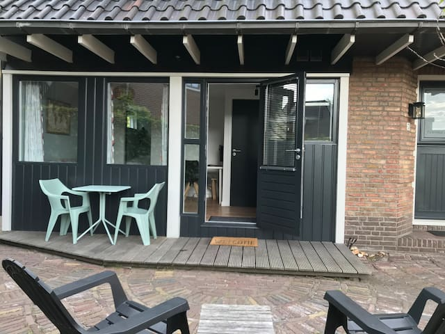 Privat guest suite | 15min to A'dam | Free parking