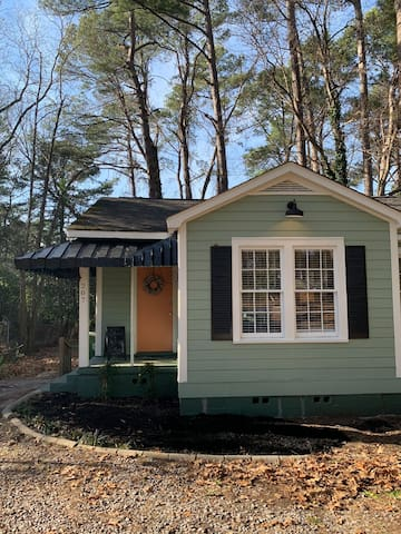 Arbor Cottage 1/2 mile from Fort Jackson