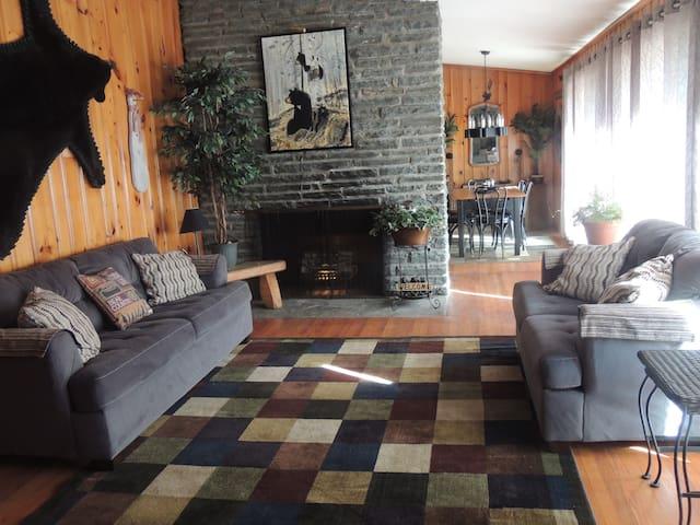 Pocono BLACK BEAR Lodge by Skytop & Camelbeach - Canadensis - House