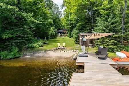 4-Seasons Muskoka Cottage on Bay Lake (Huntsville)