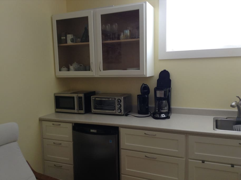 Kitchenette area with bar fridge, microwave, toaster oven, coffee maker/kettle.