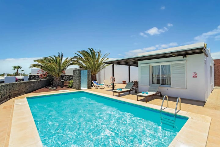 Charming 2 bedroom villa w/ heated private pool