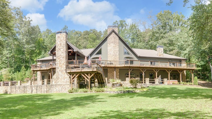 Toccoa Lodge- 8 BDR | 5.5 Baths | River Access