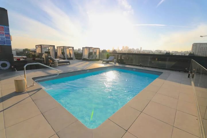 Luxurious 3bd & rooftop pool (OPEN) Beverly Hills