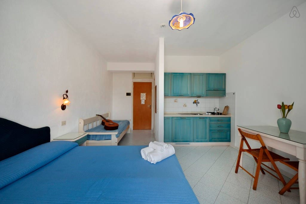 Monolocale con 2 piscine termali appartamenti in affitto for Asciugacapelli a parete per piscine