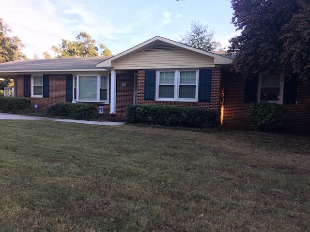 Cute ranch minutes from Masters/downtown Augusta