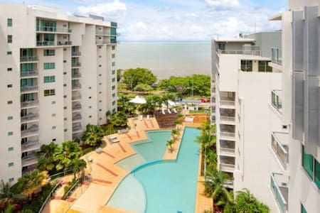 NEW!! Studio 103 on The Esplanade - Ocean Views - Cairns City