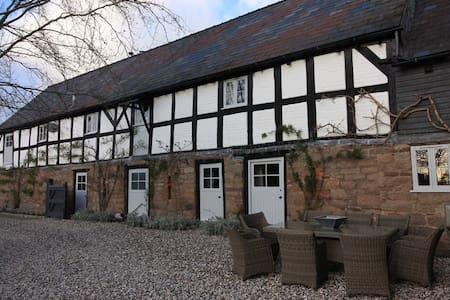 17th Century Cider Barn, Hot Tub,Sauna,pool, salon - Burghill - Outro