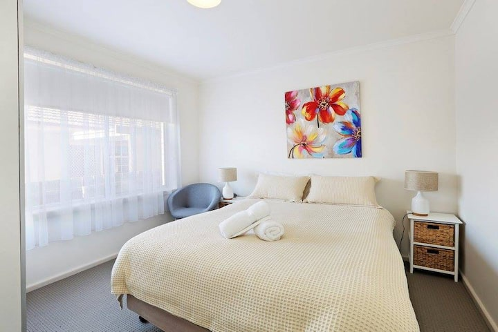Short&Long term stays across from Geelong Hospital