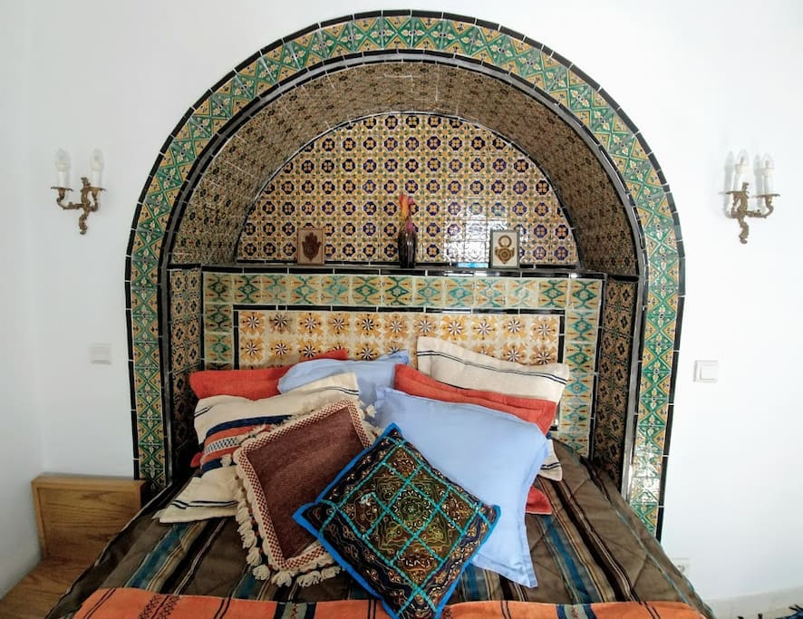 ... and includes authentic Tunisian artisanal bedcovers and pillows.