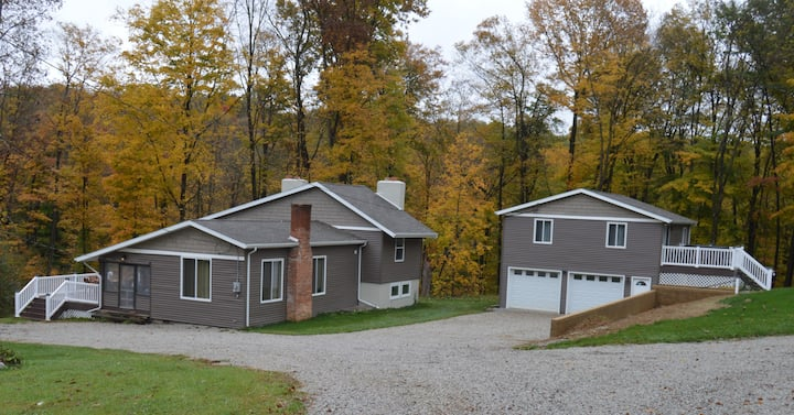 Country Haven - 3 BR with Hot Tub off Possum Run