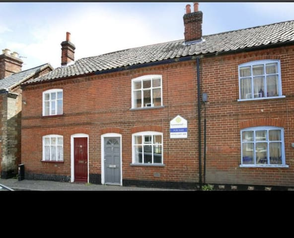 2 bedroom terrace cottage with open fire
