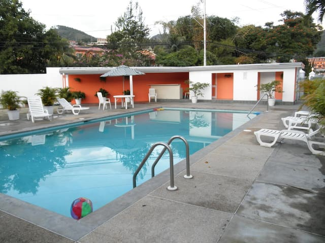 Private and Cozy,Well Equipped Cascade Apt & Pool - Port of Spain - Appartement