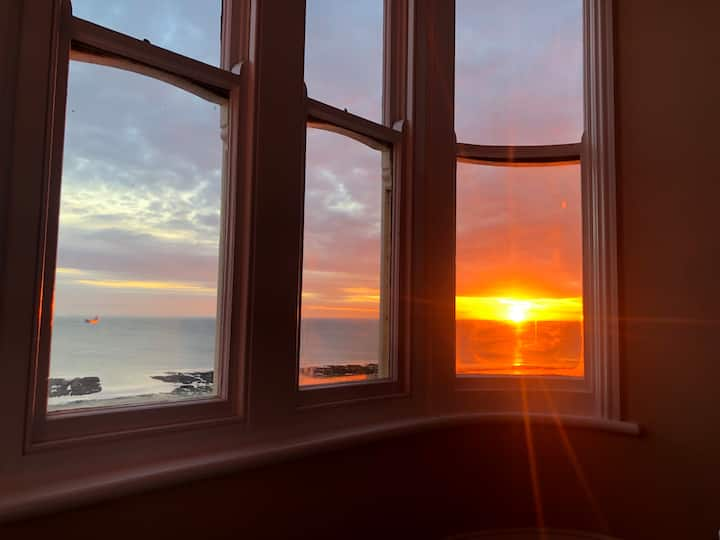 Panoramic sea views in newly restored luxury flat