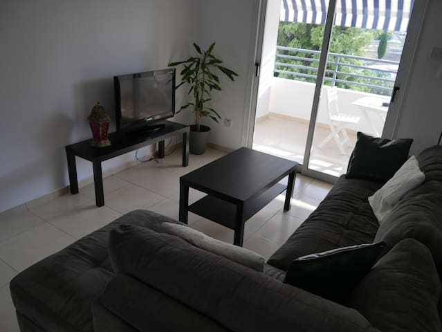 One bedroom apartment near Dhekelia road sea