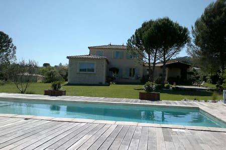 les Amandiers. SUPERBE BASTIDE GARDOISE - Cannes-et-Clairan - 獨棟