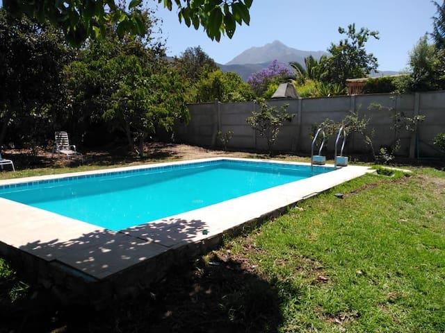 Casa familiar con piscina en el centro de Olmué