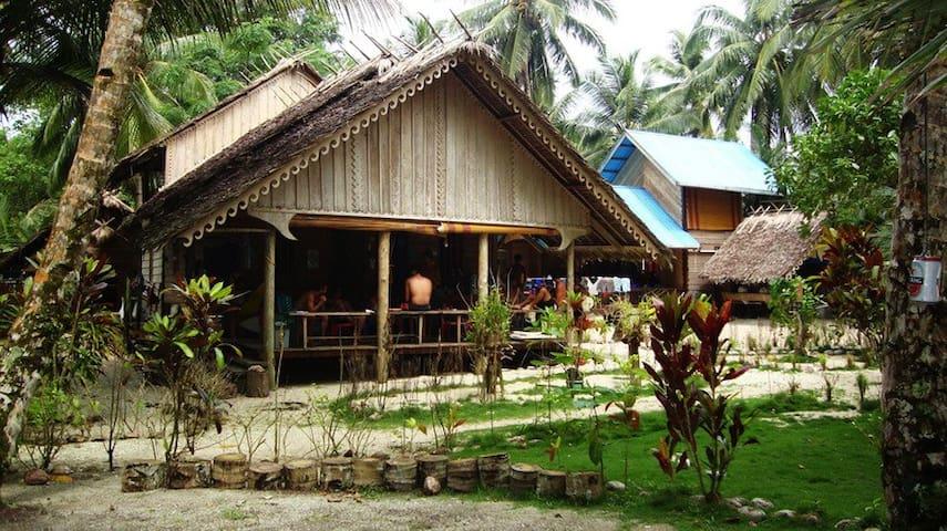 Nyang Nyang Surfcamp - Masokut Mentawai Island